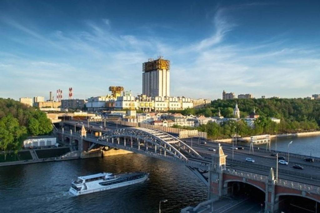 Обзорный круиз по Москве-реке на борту яхты-ресторана