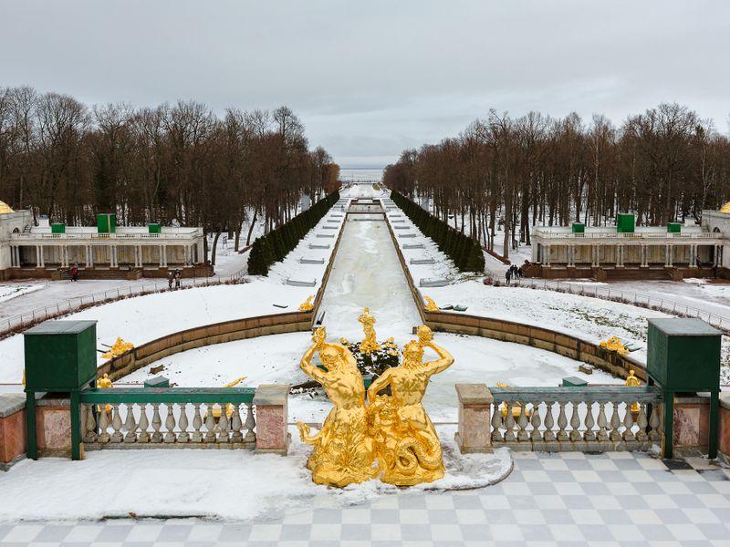 Экскурсия: Петергоф и Кронштадт - два города за один день